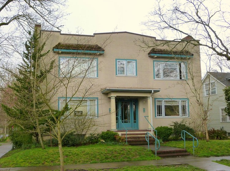 """A four-unit """"missing middle""""apartment building blends in with surrounding single family homes in Portland.(Source: Ian Poellet)"""